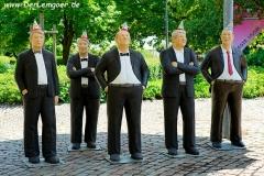 Weitere männliche Personengruppe aus Beton
